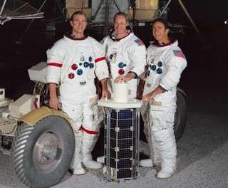 Apollo_15_crew-w