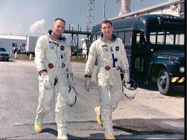 Астронавты Арстронг и Скотт