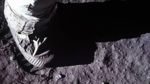 moon_astronaut_foot_moon_surface