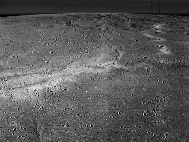 sledy komet na lune